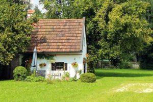 Wie versichere ich ein bewohntes Gartenhaus?