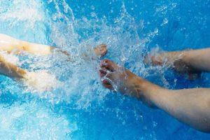 Der aufblasbare Pool sollte für ein langes Wasservergnügen gut gepflegt werden