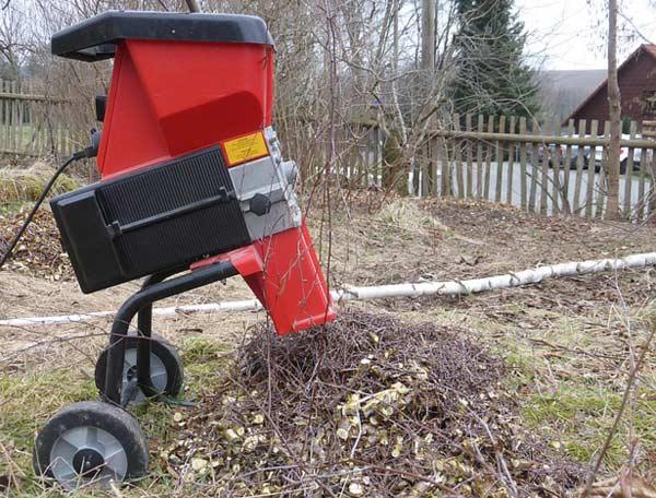 Häcksler kommen gerade im Winter bei der Gartenarbeit zum Einsatz