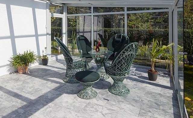 Gartenmöbel Set im Wintergarten